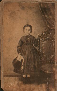 photo of little girl with bonnet